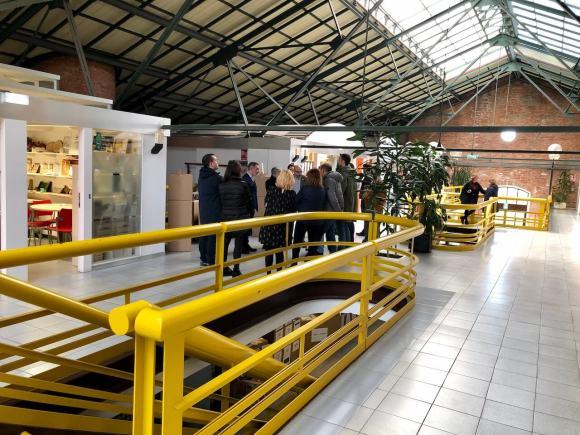Alcaldesa de Gijón visita el centro de empresas Cristasa