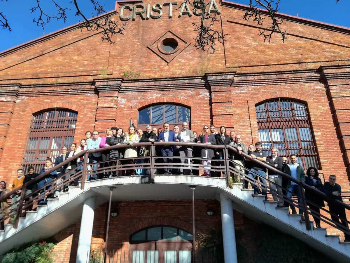 La alcaldesa de Gijón visita el centro de empresas Cristasa